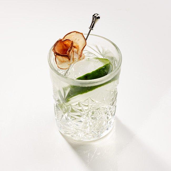 Cocktail con pera essiccata