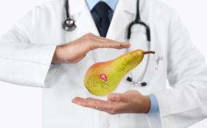 Dottore con una pera Opera tra le mani
