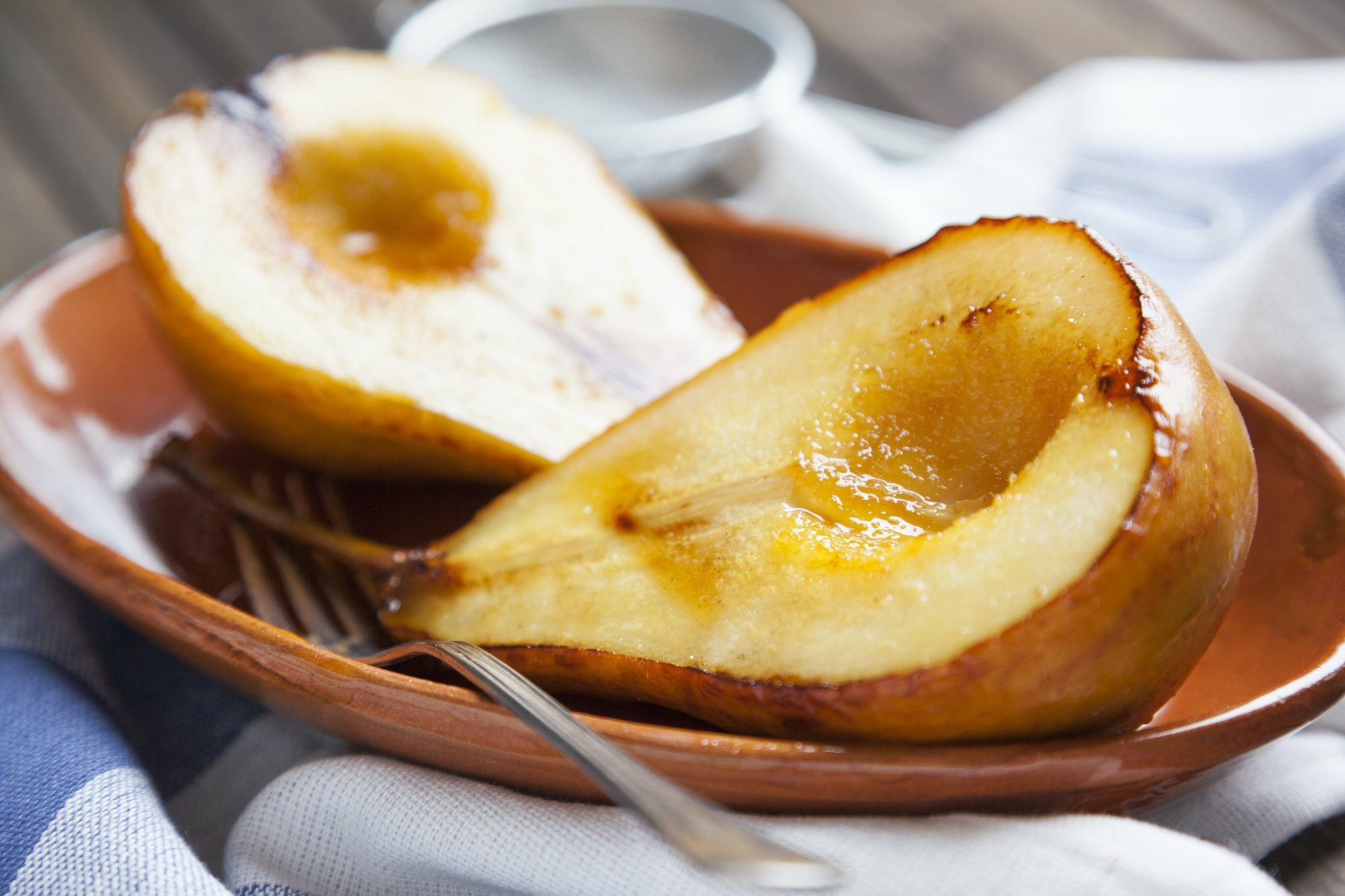 Pere caramellate in padella: squisito dessert pronto in 10 minuti