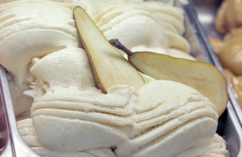 Vassoio contenente gelato alla pera